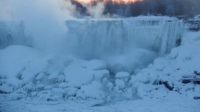 Les chutes du Niagara gelées.