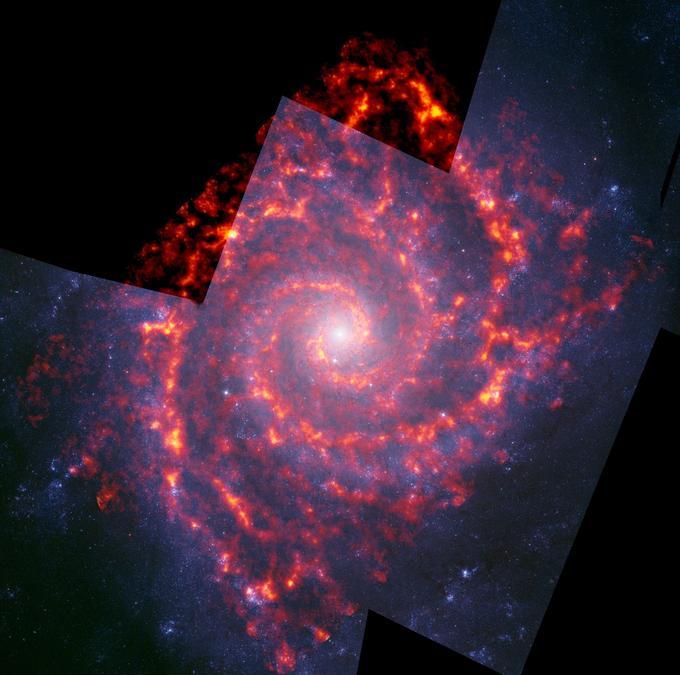 La galaxie spirale Messier 74: en orange, l'hydrogène détecté par Alma dans le domaine radio. L'image se superpose avec un «portrait» pris dans le visible par le télescope spatial Hubble.