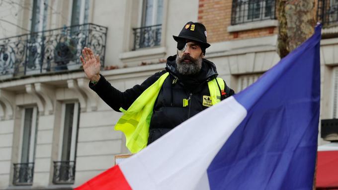 Jérôme Rodrigues a été acclamé par les manifestants rassemblés dans le XIIe arrondissement.