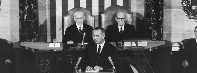 «Ce gouvernement déclare une guerre inconditionnelle à la pauvreté en Amérique», déclare Lyndon Johnson devant le Congrès en 1964.