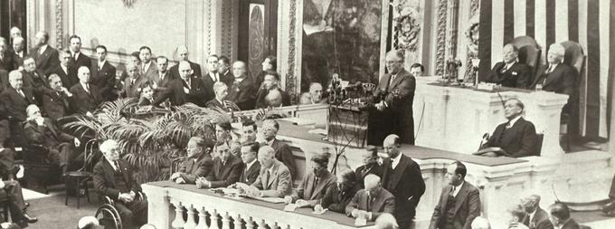 «Dans l'avenir, que nous cherchons à rendre sûr, nous attendons avec impatience un monde fondé sur les quatre libertés humaines essentielles», déclare Franklin D. Roosevelt en 1941.