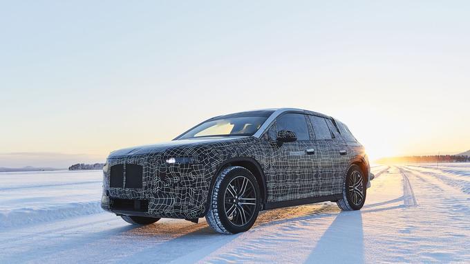 BMW cache bien son jeu avec ce prototype de développement qui annonce une nouvelle génération de SUV électriques.