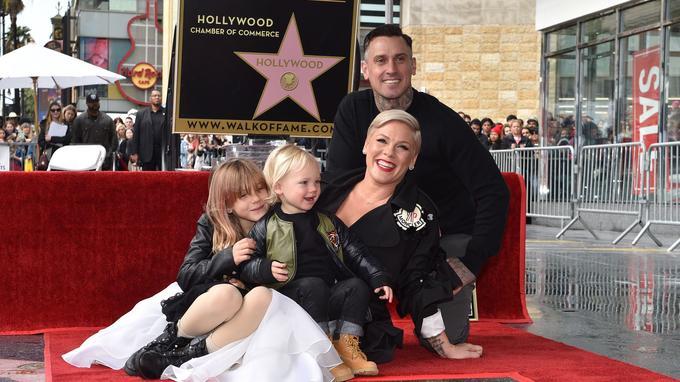Pink, son mari Carey Hart et ses enfants, Willow Sage et Jameson Moon Hart, à l'inauguration de son étoile sur le Walk of Fame à Hollywood, le 5 février 2019.