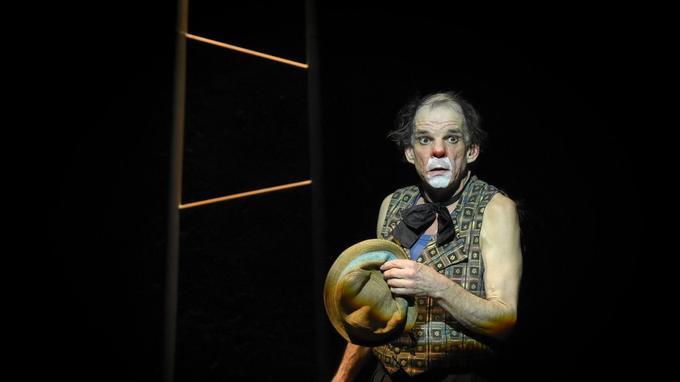 Le comédien interprète un clown triste dans une adaptation d'un texte d'Henry Miller.