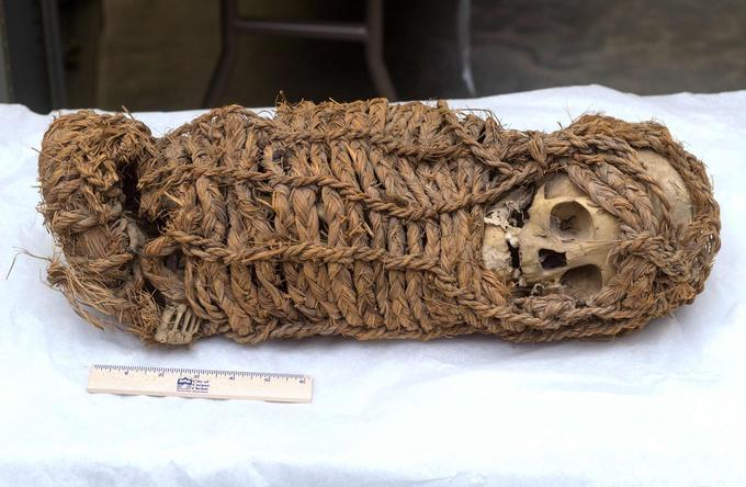 Le ministère des affaires étrangères a diffusé plusieurs images de la momie restituée par le Texas au consulat péruvien à Houston en début de semaine.