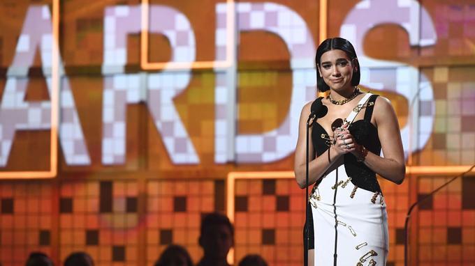 La chanteuse britannique Dua Lipa, 23 ans, a été sacrée dimanche à Los Angeles «révélation de l'année».