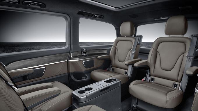 En option, le Classe V peut se transformer en véritable salon roulant.