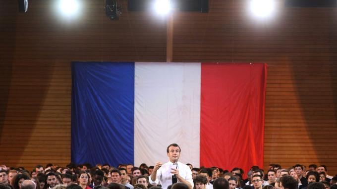 L'omniprésence à l'antenne d'Emmanuel Macron irrite au plus haut point ses adversaires.