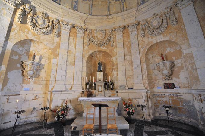 La chapelle à l'intérieur du phare de Cordouan
