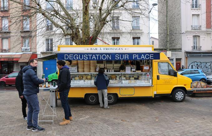 Le «bar à fromages» d'Eric Legros, place de la Fraternité, à Montreuil, le 25 janvier 2019.