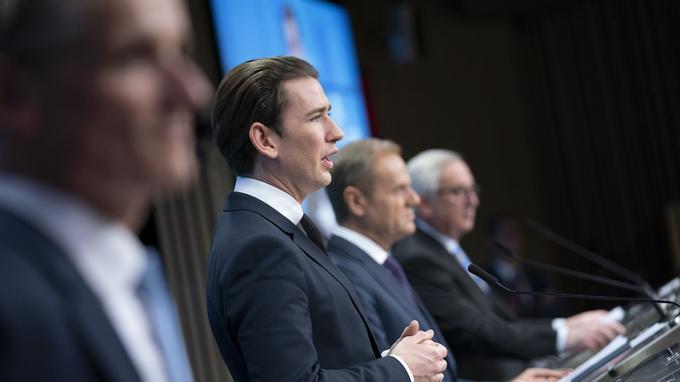 Sebastian Kurz, chancelier autrichien, avec à sa gauche, Donald Tusk, président du Conseil européen et Jean-Claude Juncker, président de la Commission européenne, lors d'un sommet des dirigeants de l'UE à Bruxelles, le 14 décembre 2018.