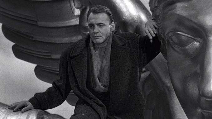 Bruno Ganz s'était fait connaître en 1987 pour son rôle de l'ange Damiel dans «Les ailes du désir» de Wim Wenders.