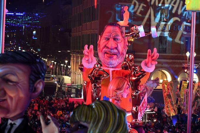 Le char de Harvey Weinstein qui défile lors du Carnaval de Nice.