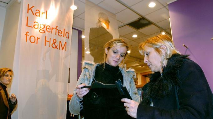 La coopération entre H&M et Karl Lagerfeld en 2004 enregistra un très grand succès.