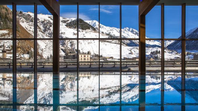 La piscine de l'hôtel Radisson Blu.