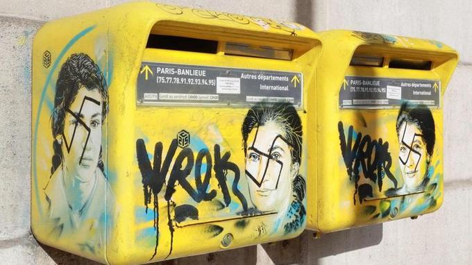 Deux boîtes aux lettres de la mairie du 13e arrondissement à Paris.
