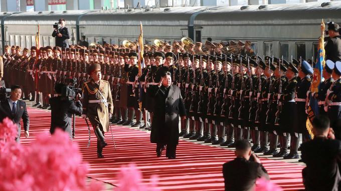 Le dirigeant nord-coréen Kim Jong-un au moment de quitter Pyongyang pour le sommet à Hanoï.