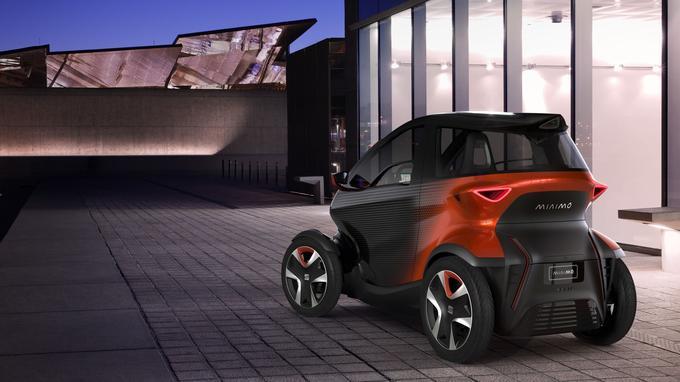 La voiture reconnaîtra automatiquement si le conducteur a 16 ans (vitesse maxi de 45 km/h) ou 18 ans (90 km/h).