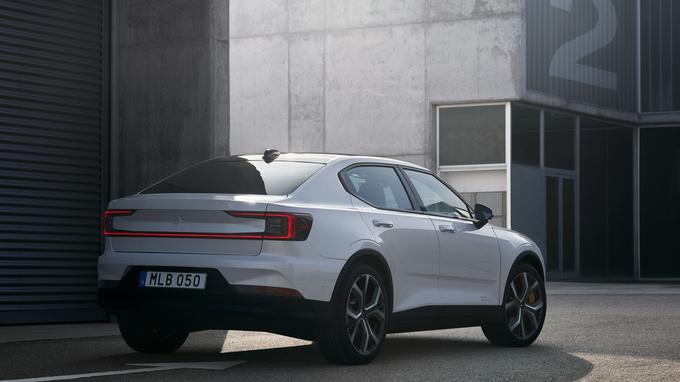 L'arrière, allongé et très carré, est plus original que l'avant, très typé Volvo.