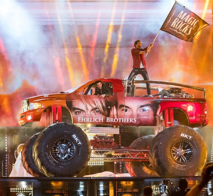 Il ne faut que quelques secondes aux Ehrlich Brothers pour faire apparaître leur imposant Monster Truck sur scène.