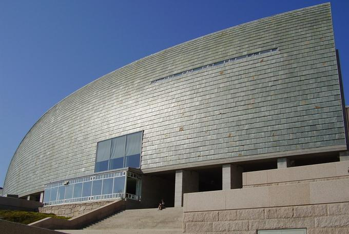 Domus, le musée des sciences de La Corogne, et sa voile composée de 6000 ardoises, inauguré en 1995.