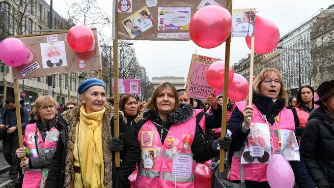 Paris, samedi 9 mars, des femmes ont arboré des «gilets roses».