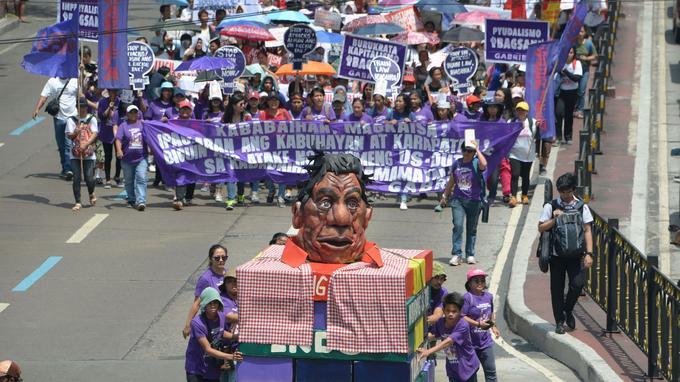 Rodrigo Duterte se fait régulièrement remarquer par ses propos polémiques sur les femmes.