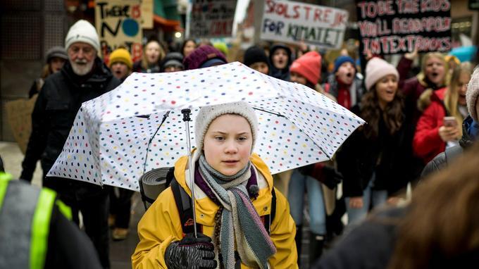 Greta Thunberg, l'adolescente suédoise à l'origine de la «grève de l'école pour le climat», participe à une manifestation le vendredi 15 mars dans le centre de Stockholm, en Suède. Devenue une véritable icône pour la lutte contre le réchauffement climatique, celle-ci a été proposée pour le Nobel de la paix 2019.