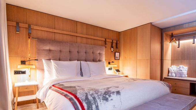 Les chambres du Schweitzerhof combinent luxe, fonctionnalité, tradition et technologie. ©Alpimages@verbier.ch