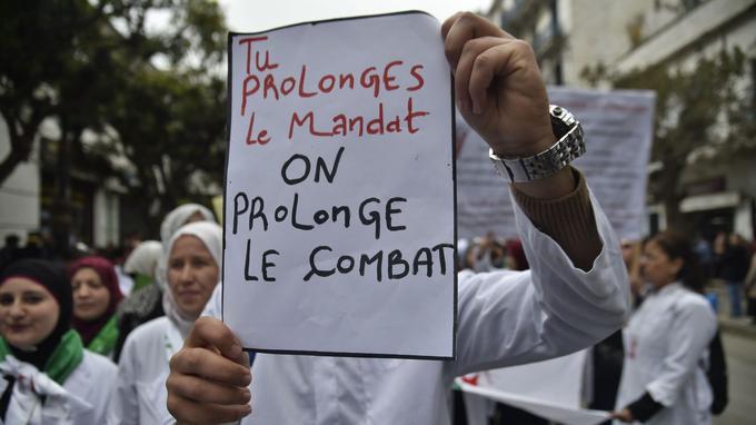 Pancarte contre le président Abdelaziz Bouteflika