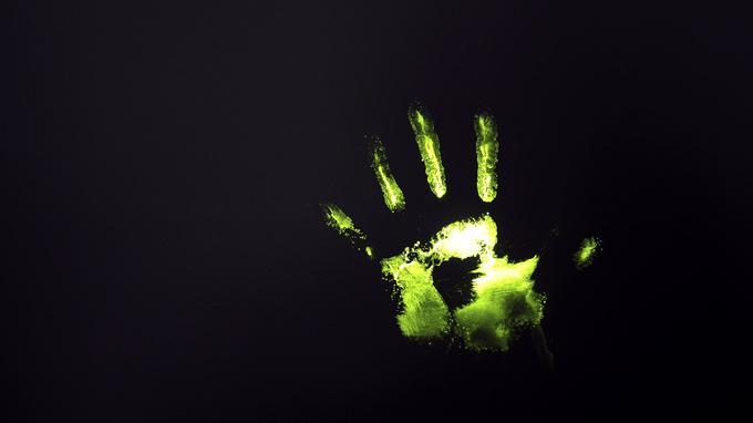 Un marquage chimique d'une main prise le 30 novembre 2011 à Paris