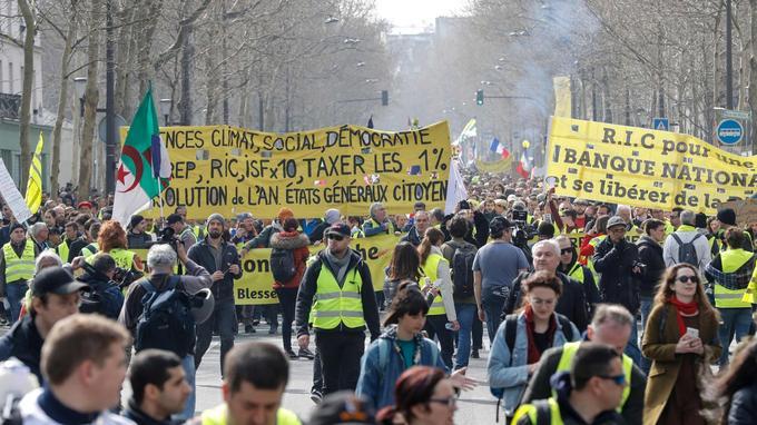 Samedi 23 mars dans les rues de Paris.