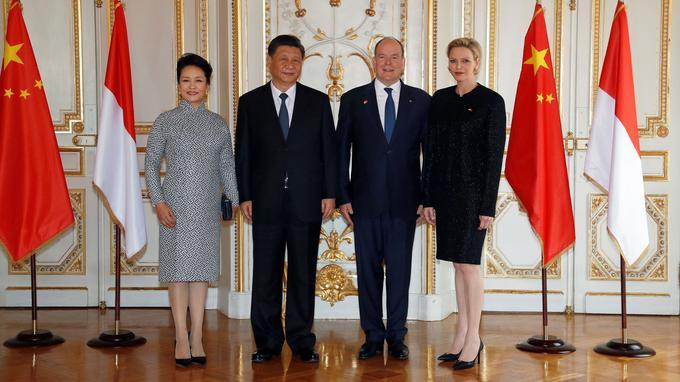 L'épouse du président chinois Peng Liyuan, Xi Jinping, le prince Albert de Monaco et son épouse Charlène.