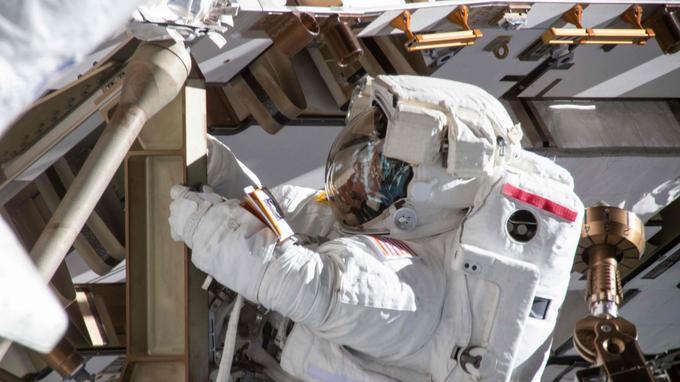 Anne McClain a fait sa première sortie à l'extérieur de l'ISS le 22 mars dernier.