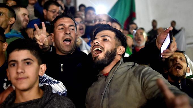 Alger, le 2 avril 2019, le peuple algérien dans la rue après l'annonce de la démission du Président Abdelaziz Bouteflika.