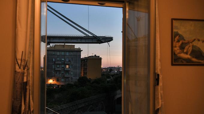 Gênes : ces photos saisissantes racontent le choc de l'effondrement du pont - Le Figaro