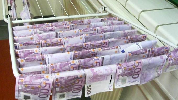 L'énigme des billets de 500 euros retrouvés dans les toilettes résolue XVM0c8e25e0-05f1-11e9-b594-5116f1d05d6b