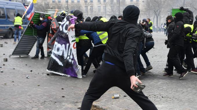 LES LUTTES EN FRANCE vers la restructuration politique (Gilets jaunes) : les débats continués 17 déc.- mars 2019 XVM5631a29a-47fe-11e9-ac1e-69f025fe5bab