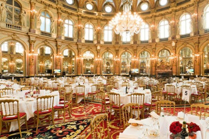 ces clubs parisiens confidentiels et ultrapriv s o l 39 lite se retranche. Black Bedroom Furniture Sets. Home Design Ideas