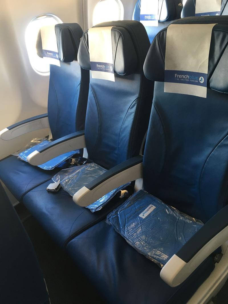 Des sièges en classe «éco».