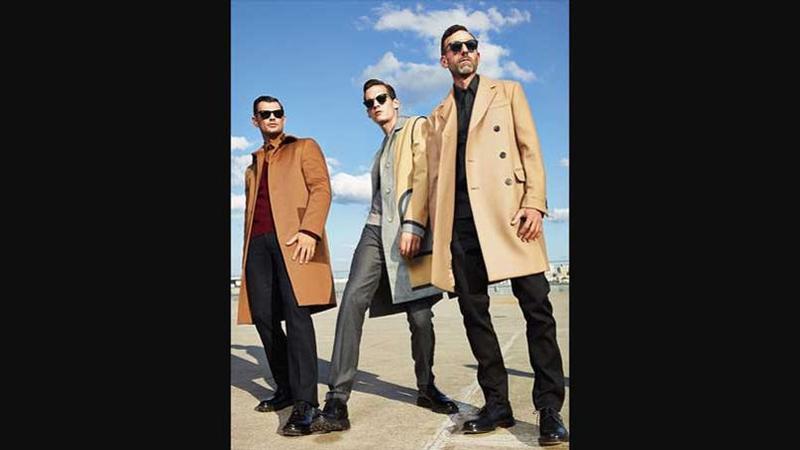 Classe énergie. Marios   Costume en gabardine de coton, Tommy Hilfiger,  chemise en coton, Jil Sander. Chaussures Robert Clergerie. c4d612b9c7e