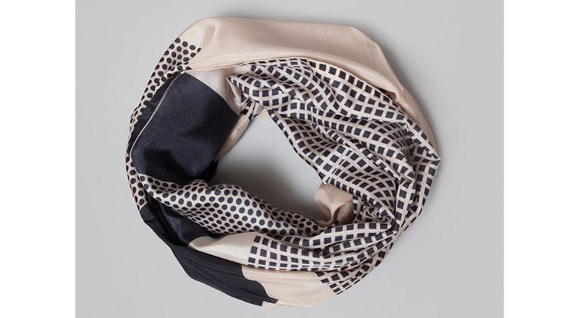 4cd274a44b74 David Lacombled, amateur de belles écharpes Écharpe en laine et cachemire  surpiquée de cuir, Massimo Dutti, 99,95   8364 .