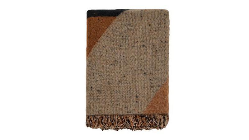 Gucci écharpe en coton motif GG 350 €. De Fursac écharpe vert anglais en  twill de laine 145 €. 830b5027283