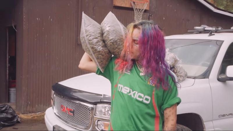 Le rappeur affiche son penchant pour les subtances illicites dans ses clips.