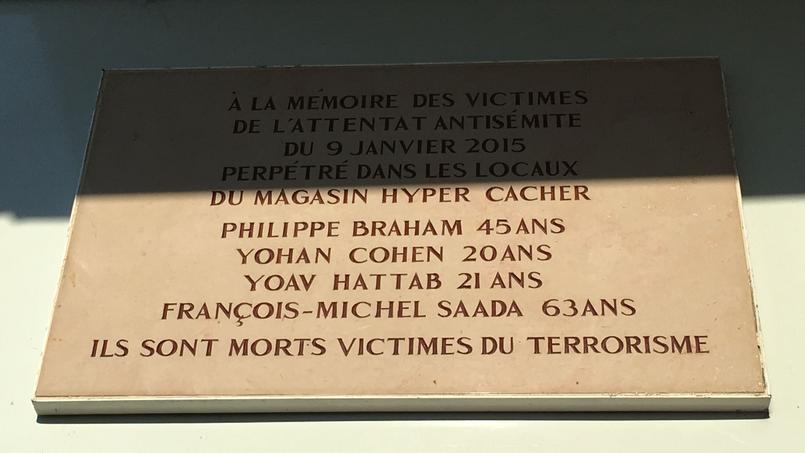 La plaque en hommage aux victimes de l'Hyper Cacher.