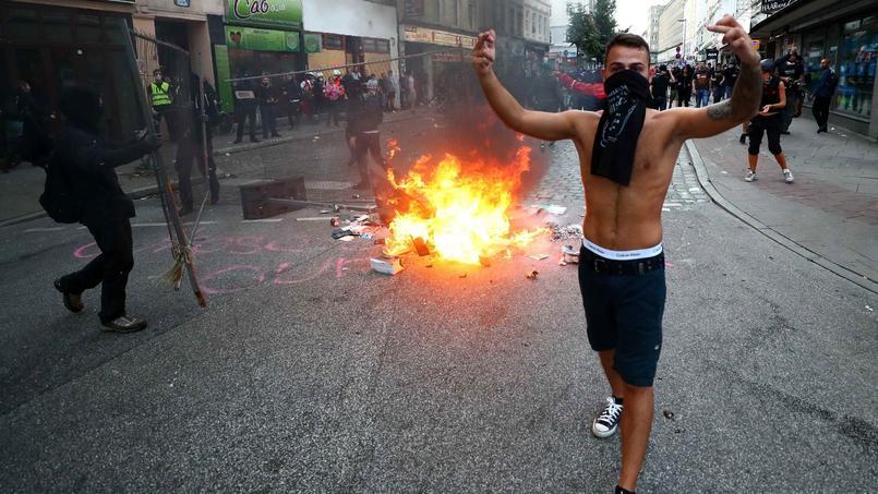 Des manifestants, à Hambourg.