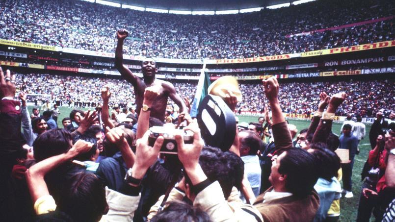 La joie de Pelé et du Brésil, vainueur de la Coupe du monde 1970.
