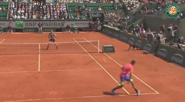 Le plus beau point du tournoi, un lob fabuleux de Kyrgios