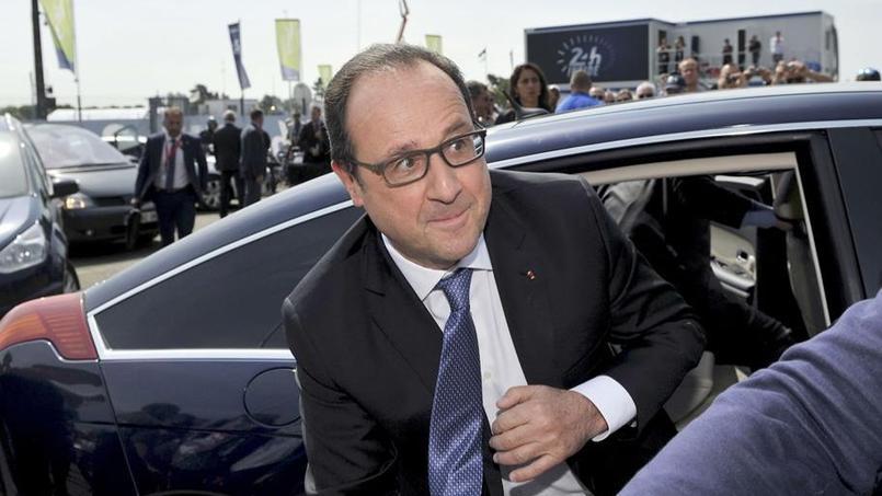 François Hollande à son arrivée sur le circuit des 24 Heures du Mans samedi vers 11h30