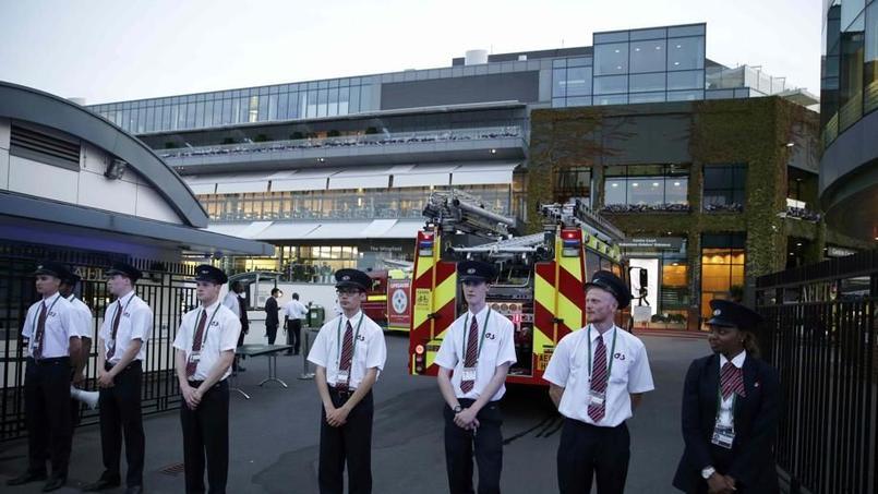 Les camions de pompiers à Wimbledon mercredi (Reuters)